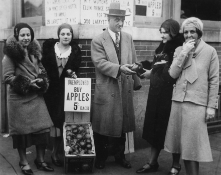 krugman_2 Great Depression-unemployed man selling apples