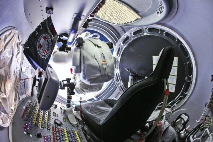 Felix Baumgartner exits capsule