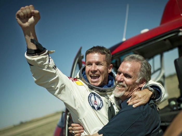 Felix Baumgartner landed & mission director