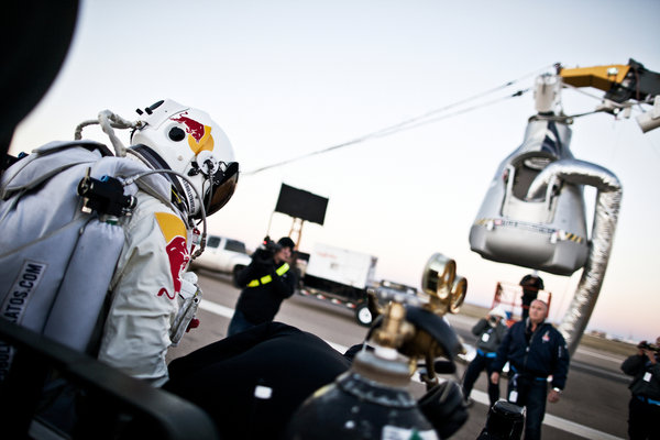 Felix Baumgartner walks toward capsule