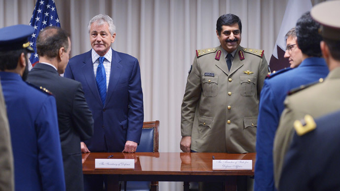 US Defense Secretary Chuck Hagel (L) and Qatar's Minister of State for Defense Affairs Hamad bin Ali al-Atiyah (C) arrive for a weapons sales signing ceremony at the Pentagon on July 14, 2014 in Washington, DC. (AFP Photo / Mandel Ngan)